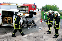 Use of oil binding agent to avoid risks when fuel spills occur