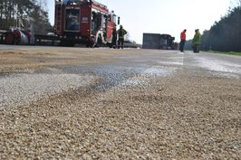 Removal of oil traces after road accident